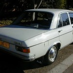 72_Audi_100_Sedan_white-b